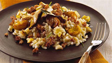 Rizoto me salçiçe të tymosur Hako dhe gështenja - Pjata kryesore