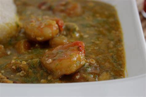 cuisine africaine camerounaise sauce gombo aux crevettes et poisson fumé recette