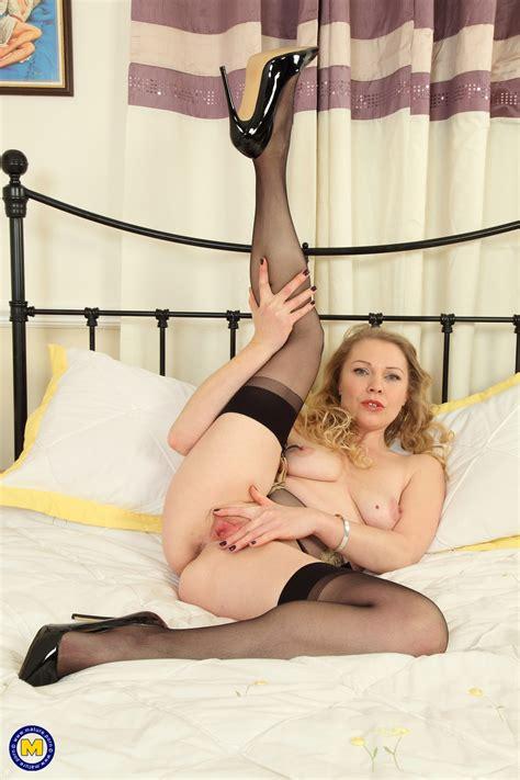 British Abigail Toyne Shows Off Her Hot Body Milf Fox