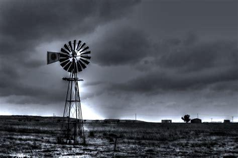 무료 이미지  구름, 검정색과 흰색, 하늘, 풍차 비슷한 것, 바람, 국가, 날씨, 기계, 어둠, 전기