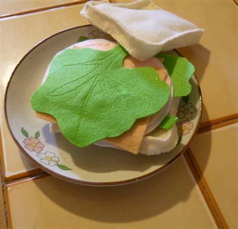 cuisiner un rosbeef et maintenant la dinette en feutrine de saskia