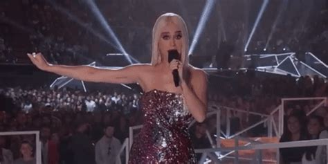The Internet Had A Major Problem With Katy Perry's VMAs ...