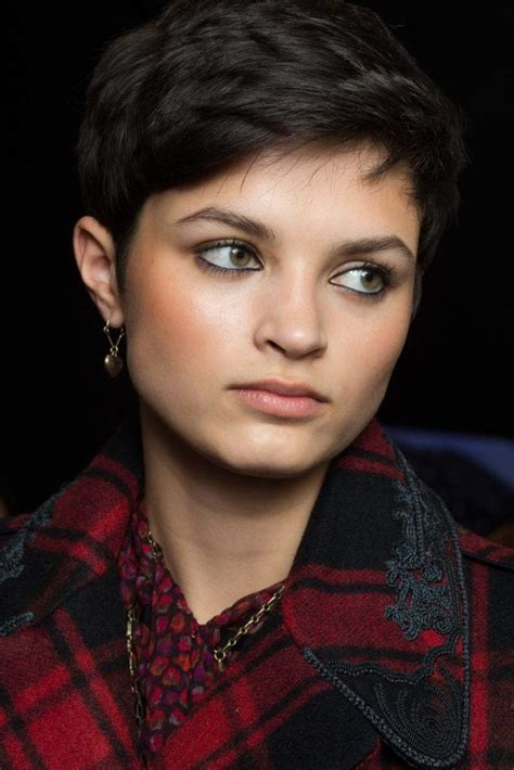 haircuts for oval faces and hair pixie cuts for oval faces 5 directional looks to try now 4136