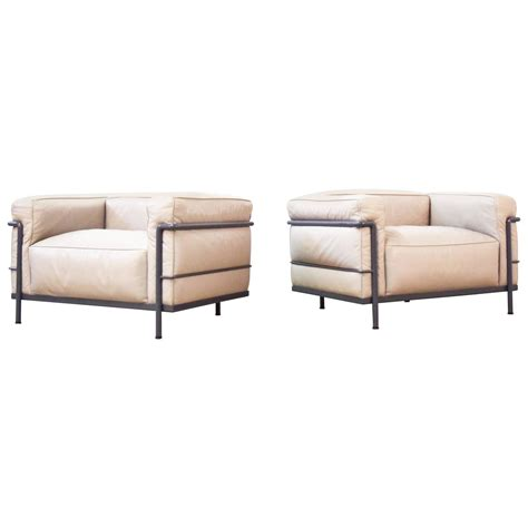 pair of le corbusier lc3 quot grand confort quot chairs by cassina