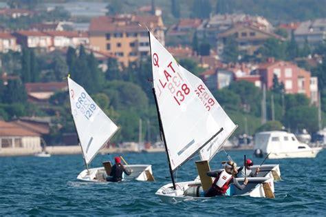 Karlīna Vaivode sasniedz labu rezultātu Portorožā, Slovēnijā Eiropas Čempionātā burāšanā ...