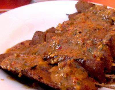 Gurihnya sate kere khas yogyakarta, sate daging sapi bercampur lemak, sangat menggoda lidah, mantul rasanya silahkan dicoba ya asli ini kenikmatan surga kuliner yogya yang sering ditemukan dipasar malioboro. Sate Kere - Dinas Pariwisata Solo