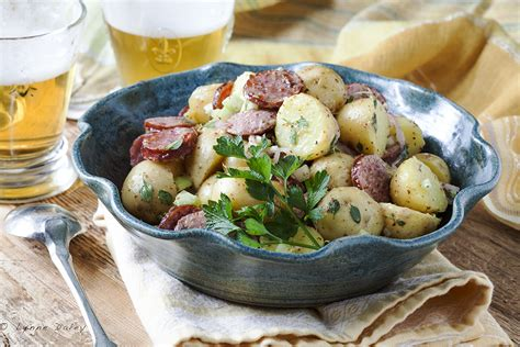 ik饌 table cuisine cafe lynnylu sausage potato salad gromperenzalot luxembourg cuisine