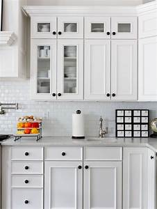 Kitchen cabinet knob placement houzz for Kitchen cabinet knob placement