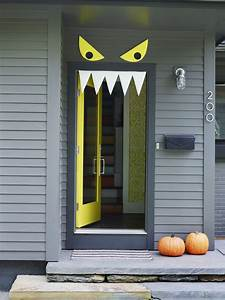 Welcome halloween with diy front door decorations the for Diy halloween door decorations