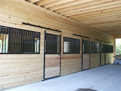 Pferdestall Innen by Stable Stall Fronts And Center Aisle