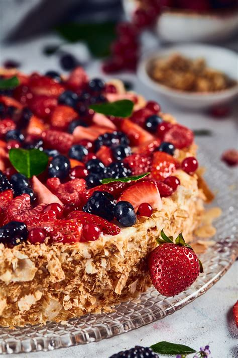 I absolutely love napoleon cake and order it at various restaurants whenever i see one that has it with this napoleon cake recipe with puff pastry i feel very confident that a grand quality napoleon. Napoleon Cake | L'ETO