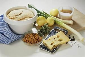 Zwiebel Lauch Kuchen mit Käse und Erdnüssen FreshMAG