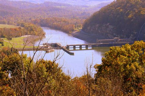 gorgeous lakes  tennessee