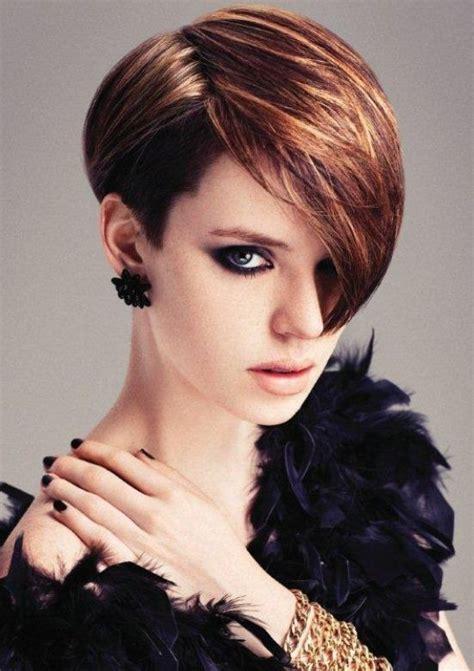 taglio capelli corti inverno  corti da  lato