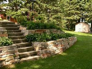 Steinmauer Im Garten : steinmauer als blickfang und sichtschutz im garten 40 ideen ~ Lizthompson.info Haus und Dekorationen