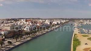 Fluss In Portugal : antenne vom fluss und von der stadt lagos portugal stock footage video von flug portugal ~ Frokenaadalensverden.com Haus und Dekorationen