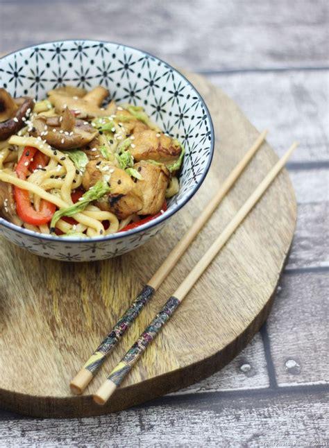 cuisiner des anguilles nouilles udon aux légumes et poulet teriyaki recette