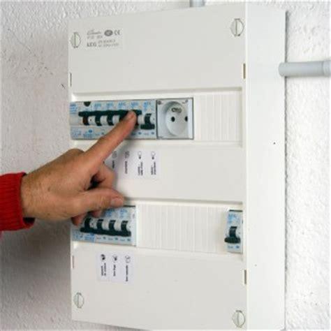 electricité cuisine norme comment installer un tableau électrique précâblé