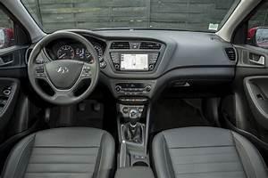 Hyundai I20 Blanche : essai hyundai i20 2016 notre avis sur le 1 0 t gdi 120 essence photo 16 l 39 argus ~ Gottalentnigeria.com Avis de Voitures