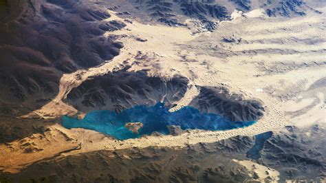 wallpaper desert  mountain lake photo  space