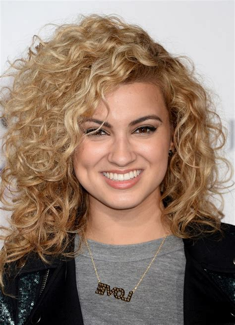 medium length curly hair style shoulder length curly hairstyle for square 7709