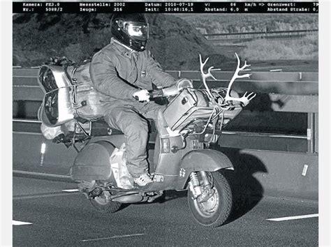 roller mit großen rädern rasender roller mit geweih die kuriosesten eins 228 tze der polizei politik