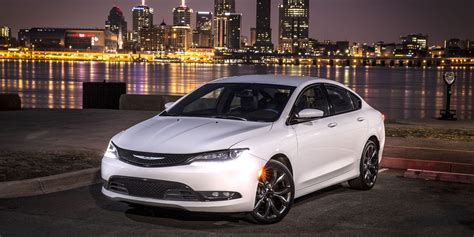 Chrysler And Dodge by Chrysler 200 Dodge Dart Go Out With Big Deals