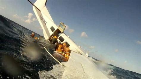 Boat Junk Yard Fresno by See Terrifying Of Hawaiian Plane Crash From Inside