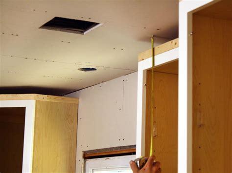 install kitchen cabinet crown molding  tos diy