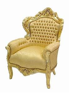 Goldfarbener Sessel Im Barockstil Mit Goldenem Bezug