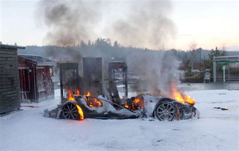 tesla model  burns   supercharger  norway