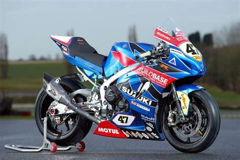 buildbase suzuki unveil  british superbike colours