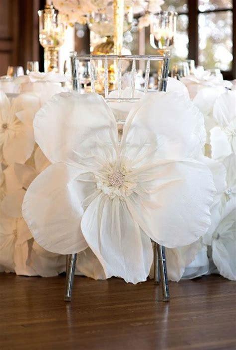habillage chaise mariage 1000 idées sur le thème housses de chaises sur