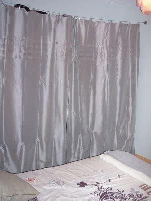 dressing ferme par un rideau mademoizelle mon dressing enfin ferm 233 par un joli rideau gris p