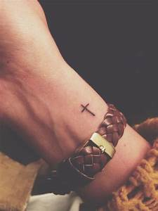 Croix Tatouage Homme : 1001 id es pour un petit tatouage minimaliste et charmant tattoo pinterest small tattoos ~ Dallasstarsshop.com Idées de Décoration