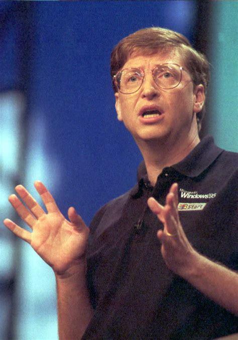 A Wikipédia is megmondta: Bill Gates egy jó ember!