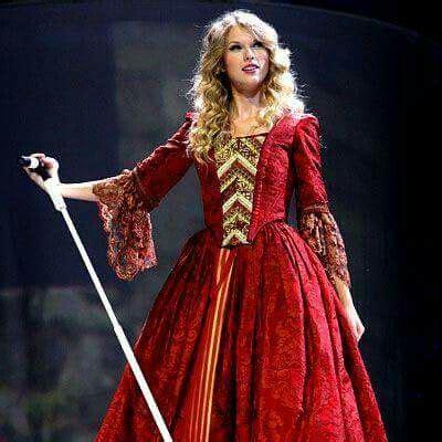 Pin by Shani Edwards on Taylor Swift | Taylor swift dress ...