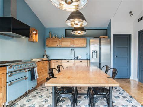 cuisine style retro une cuisine bleue au style industriel chic style