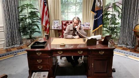 bureau president oval office desk united states presidents resolute desk