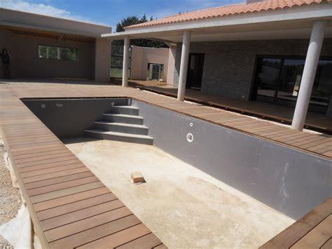 plage de piscine et terrasse en bois la verdi 232 re haut var