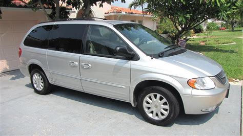 chrysler town country exterior pictures cargurus