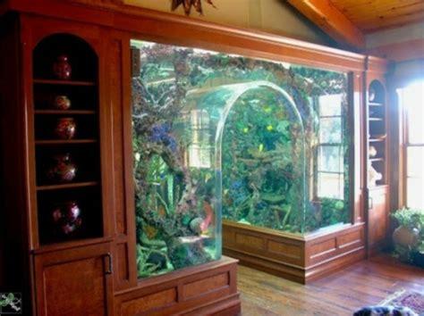 aquarium in der wand aquarium schrank schaffen sie eine exotische atmosph 228 re