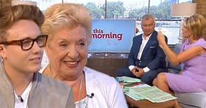 OAP Internet Virgins: Martin Kemp's son Roman teaches 71 ...