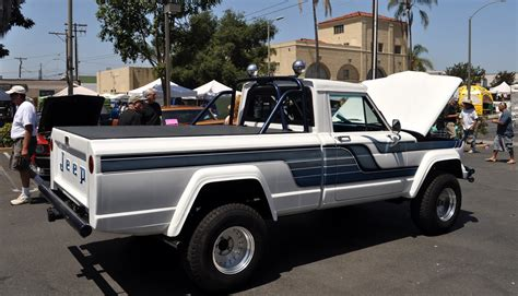 car guy    find   jeep truck commanche     named   car show