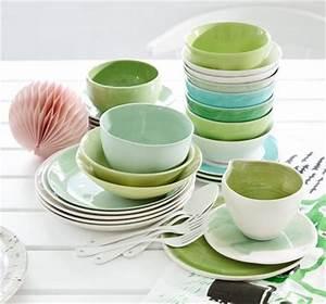 Geschirr Set Pastell : geschirr in knackigem gr n und zartem pastell bild 4 living at home ~ Whattoseeinmadrid.com Haus und Dekorationen