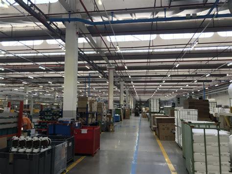 lade a led per capannoni industriali illuminazione capannoni industriali lade a led