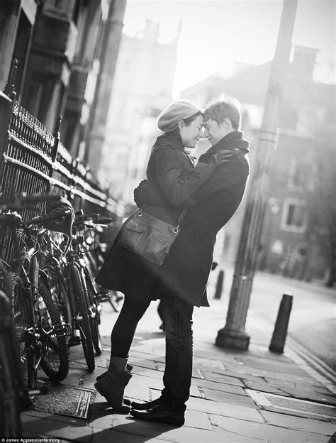 heart warming photographs capture  true meaning  love