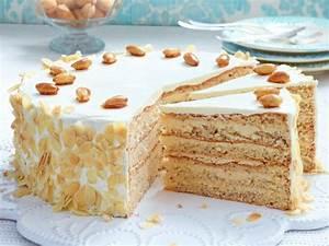 Leckere Einfache Torten : buttercreme torte mit gebrannten mandeln rezept backen pinterest torten buttercreme torte ~ Orissabook.com Haus und Dekorationen