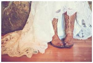 Rustic fall wedding in california bride link for Wedding dresses with cowgirl boots