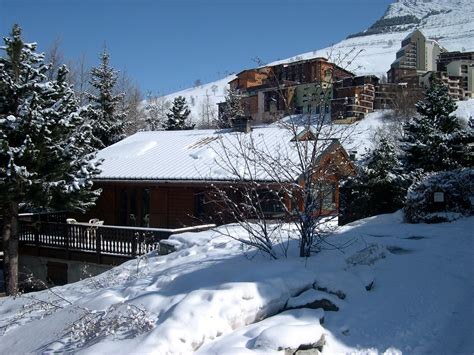 chalet jon les deux alpes ski apartments peak retreats